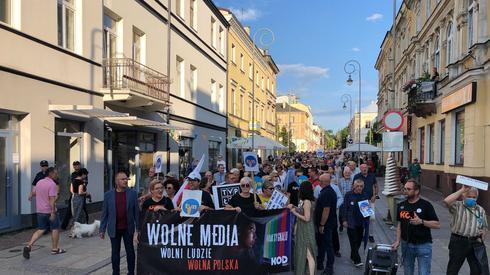 Przejście ulicami Kielc w stronę rynku. Zdj. Piotr Rogoziński