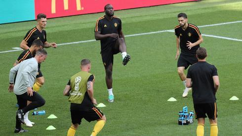 Belgowie kończą już rozgrzewkę na stadionie Spartaka. Do meczu z Tunezją 20 minut (fot. PAP/EPA)