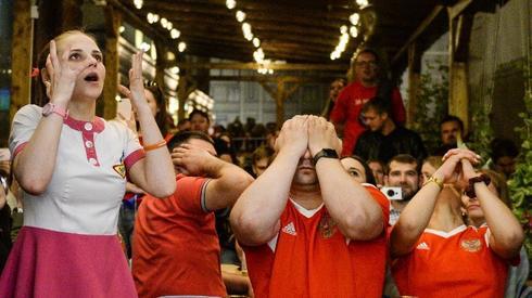 Kibice Sbornej mają powody do smutku (fot. AFP)
