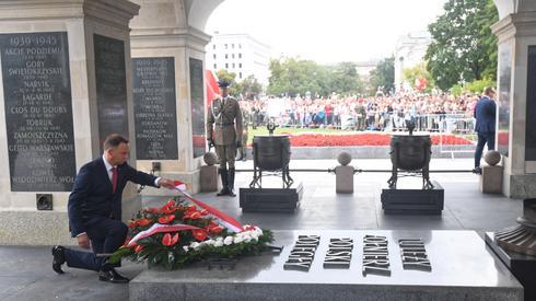 Prezydent Andrzej Duda składa kwiaty przed Grobem Nieznanego Żołnierz. Autor: Bartłomiej Zborowski/PAP