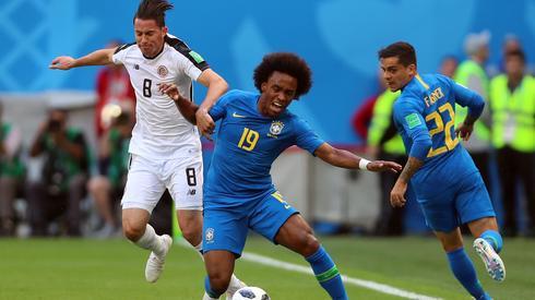 Po pół godzinie meczu w Sankt Petersburgu Brazylijczycy nadal mają sporo problemów z płynnością swojej gry przeciwko Kostaryce. Chociaż powoli zaczynają się rozkręcać (fot. PAP/EPA)