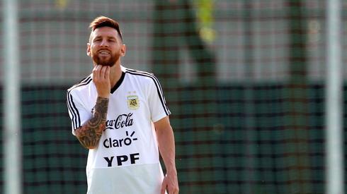 Czy Lionel Messi da radę wprowadzić Argentynę do ćwierćfinału? Albicelestes zagrają w 1/8 finału przeciwko Francji jutro o godzinie 16 w Kazaniu (fot. PAP/EPA)
