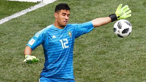 Portugalia mogła mieć drugiego gola, ale Munir El Kajoui instynktownie dał radę odbić piłkę po strzale Goncalo Guedesa (fot. PAP/EPA)