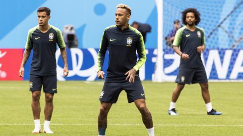 Na Neymara liczą wszyscy fani reprezentacji Brazylii (fot. PAP/EPA)