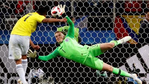 Bohaterem Anglików został wczoraj bramkarz Jordan Pickford (fot. PAP/EPA)