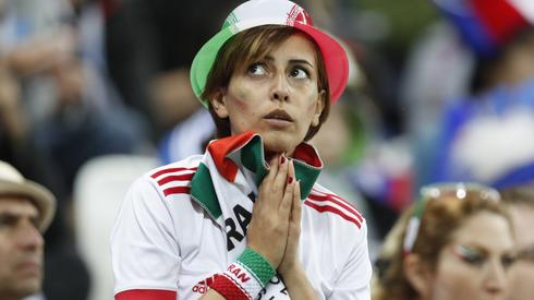 Kibice reprezentacji Iranu wciąż wierzą w awans do fazy pucharowej. Ale przed nimi jeszcze ciężki bój z Portugalią i o wyjście z grupy będzie ciężko (fot. PAP/EPA)