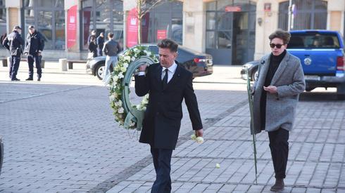 W uroczystościach pogrzebowych bierze udział m.in. brat Pawła Królikowskiego, Rafał Królikowski