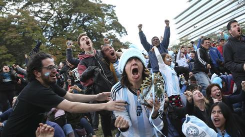 Po golu Marcusa Rojo na ulicach Buenos Aires zapanowało szaleństwo (fot. PAP/EPA)