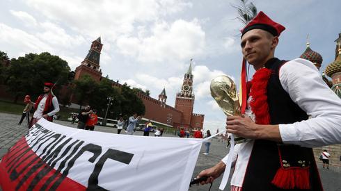A w Moskwie można dziś spotkać także polskich kibiców. Przypomnijmy, że Biało-Czerwoni rozpoczną mundial właśnie w rosyjskiej stolicy, mierząc się na stadionie Spartaka z Senegalem (fot. PAP/EPA)
