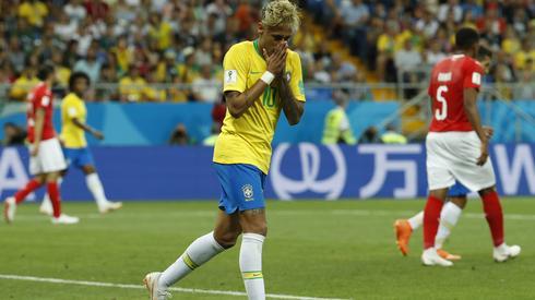 Z wielkich gwiazd na razie na turnieju w Rosji świetnie wypadł tylko Cristiano Ronaldo. Wczoraj kiepski występ zanotował Neymar, który ma poprowadzić Brazylię to mistrzowskiego tytułu (fot. PAP/EPA)
