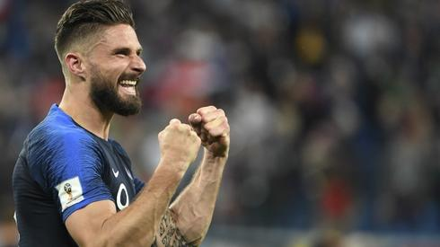 Olivier Giroud był bardzo zadowolony z awansu (fot. AFP)