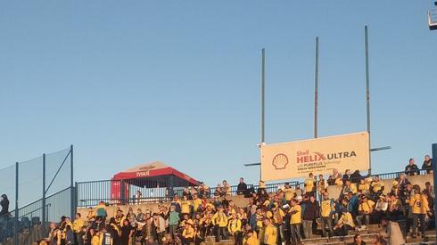 Na stadionie są już kibice gości