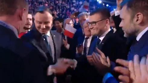 Prezydent wita się z gośćmi konwencji w Warszawie