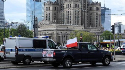 Protest przedsiębiorców w centrum Warszawy. Został zorganizowany przez kandydata na prezydenta RP Pawła Tanajno. Fot. PAP/Radek Pietruszka