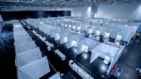 Hanower, Niemcy: oddziały w tymczasowym szpitalu dla potencjalnych pacjentów z koronawirusem / fot. Peter Steffen, PAP