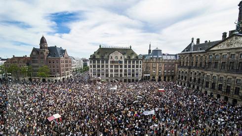 Amsterdam, 1 czerwca. Protesty w związku z wydarzeniami w USA/ fot. PIET VAN DER MEER, PAP