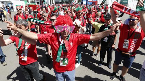 Portugalscy kibice już zameldowali się pod stadionem na Łużnikach (fot. PAP/EPA)