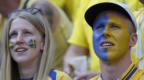 Szwedzcy kibice wierzą, że ich reprezentacja rozpocznie mundial od zwycięstwa (fot. PAP/EPA)