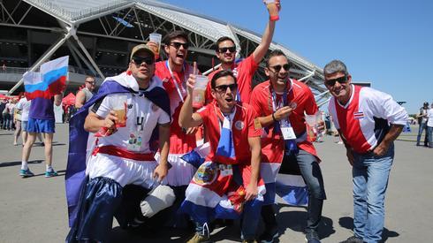 Kibice z Kostaryki już zameldowali się pod stadionem w Samarze (fot. PAP/EPA)
