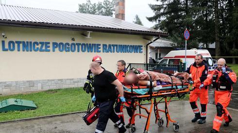 Ranni turyści transportowani do szpitala w Zakopanem / fot. Grzegorz Momot, PAP