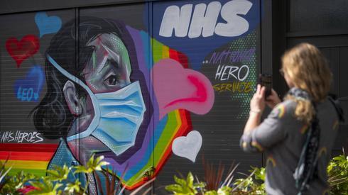 Graffiti w ramach wspierania pracowników brytyjskiej służby zdrowia (PAP/ Pa Wire)