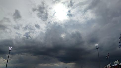 Deszczowe chmury nadciągają nad stadion w Lesznie!