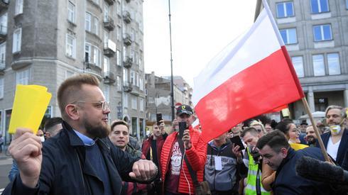 Protest przedsiębiorców przeniósł się z centrum Warszawy pod Sejm. Organizatorem jest kandydat na prezydenta Paweł Tanajno