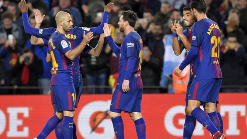 Piłkarze Barcelony celebrują jednego z goli