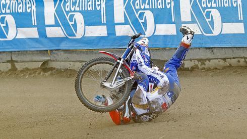 Upadek Kacpra Pludry (Fot. Paweł Wilczyński/Cyfrasport)