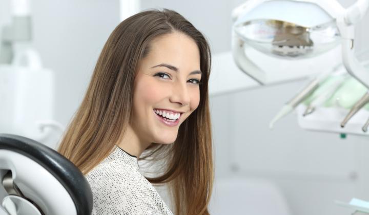 Zakładanie licówek - zabieg stomatologiczny