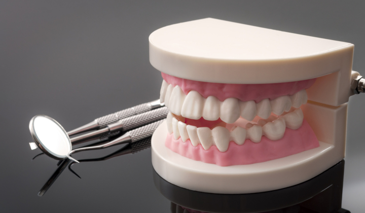 Założenie protezy zębowej