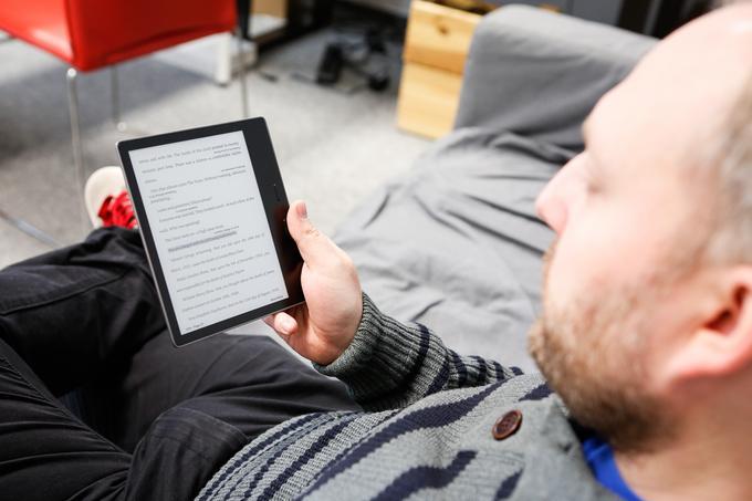 Kindle Oasis w dłoni 2