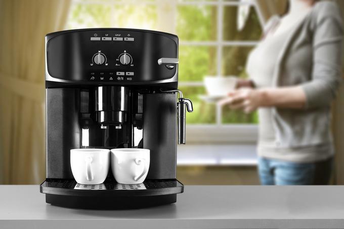 Ekspres automatyczny przygotowujący dwie kawy