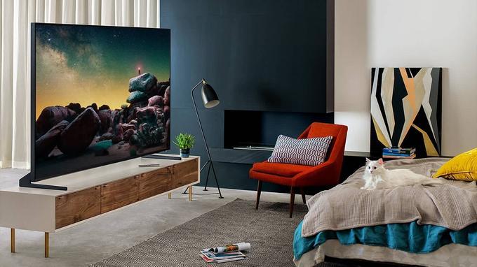 Duży telewizor w salonie