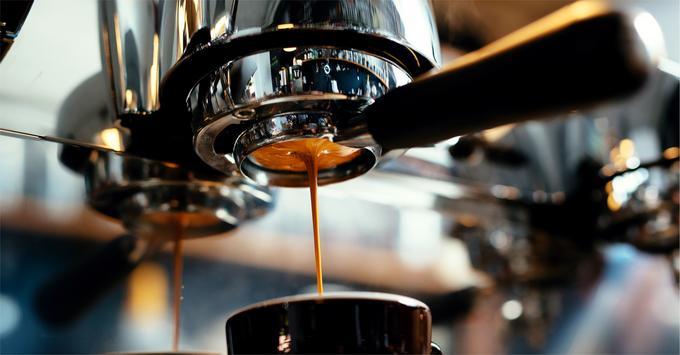 Ekspres kolbowy przyrządzający espresso