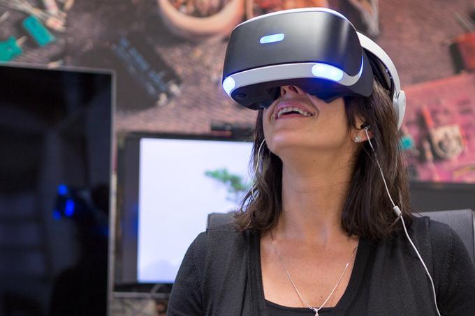 PlayStation VR na głowie