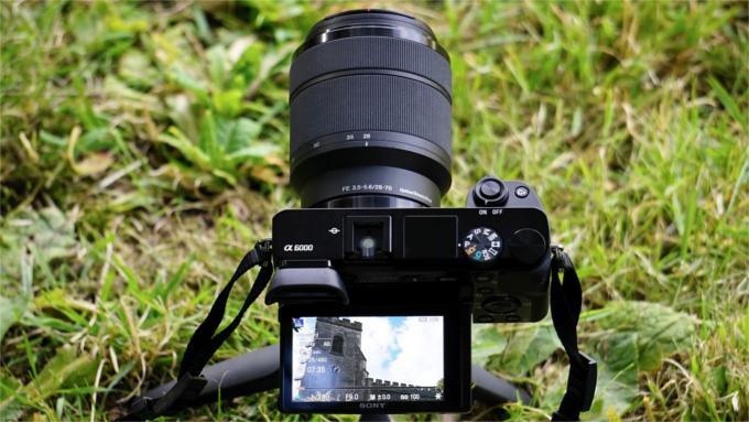 Aparaty Sony A6000 na statywie.
