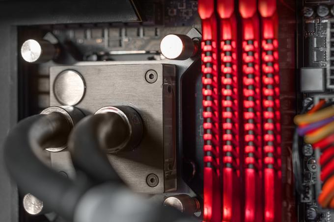 Pamięć RAM w płycie głównej komputera