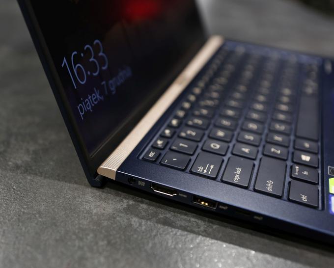 Cienki laptop Asusa