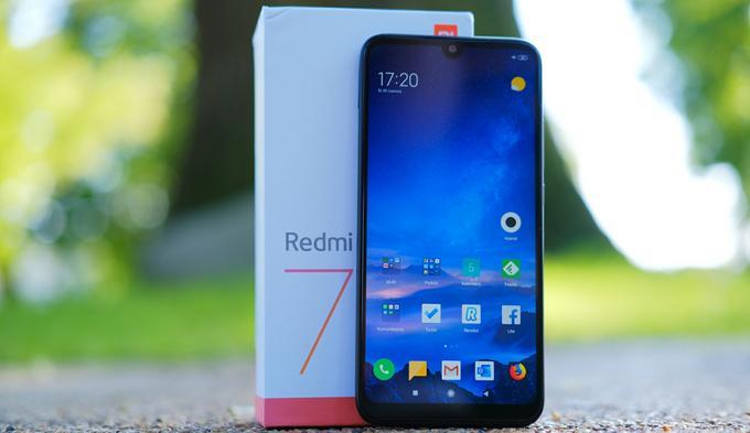 Xiaomi Redmi 7 front