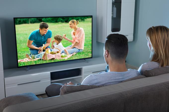Para oglądająca TV