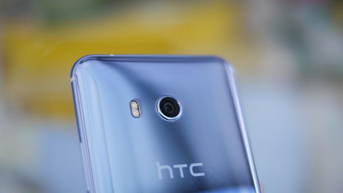 HTC U11 tył