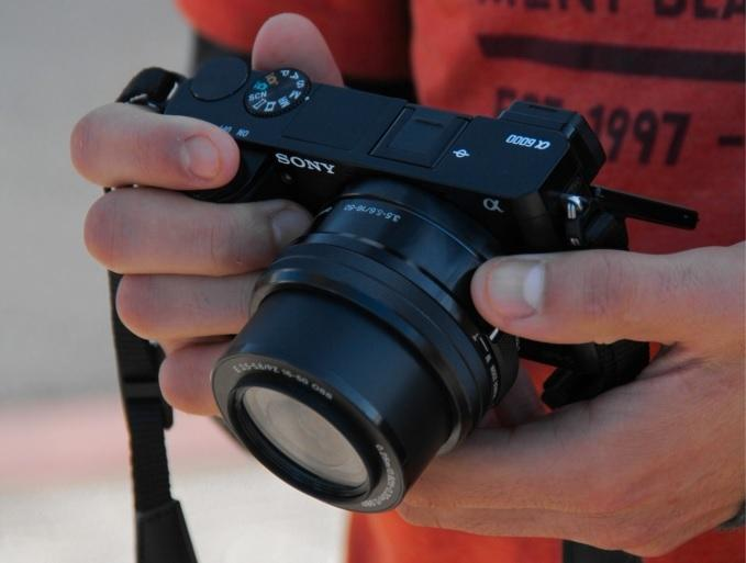 Bezlusterkowiec Sony A6000 z obiektywem
