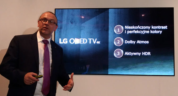 LG-OLED-Picture-on-wall-11