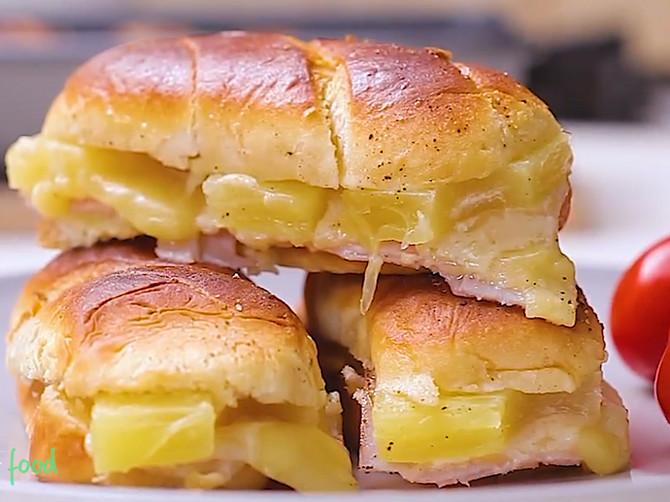 Havajske kaserole: Najukusniji topli zalogaji sa šunkom, sirom i ananasom!