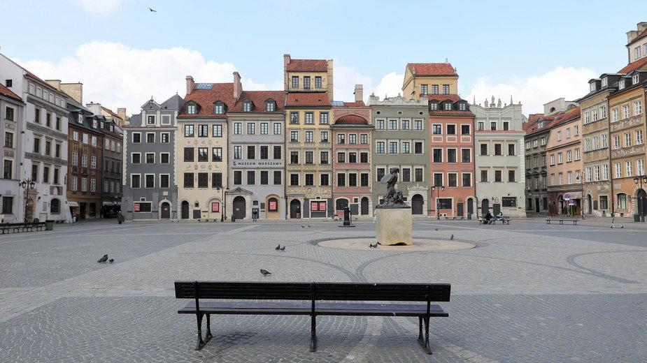 Opustoszałe ulice Warszawy z powodu powrotu lockdownu
