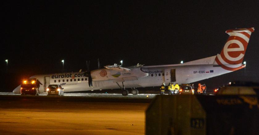 Bombardier Dash Q400 po awaryjnym lądowaniu na Lotnisku Chopina. Ten model samolotu od dawna miewa problemy z podwoziem