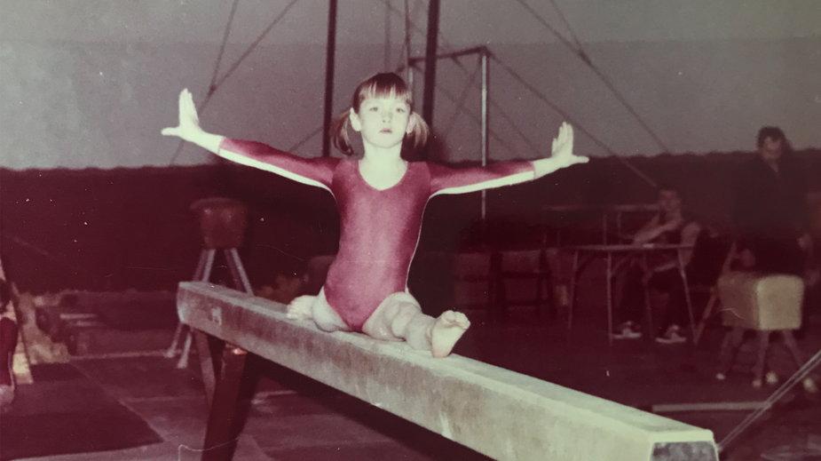 Dellfina Dellert trenowała w dzieciństwie gimnastykę