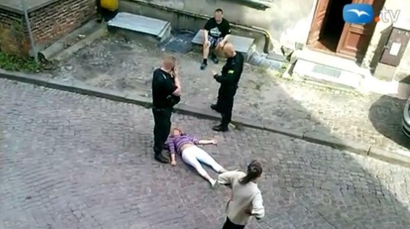 Brutalna interwencja policji wobec ciężarnej kobiety