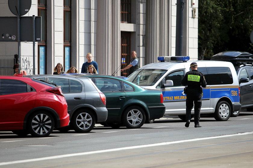 Strażnicy miejscy w Katowicach chcą podwyżek i prowadzą strajk włoski